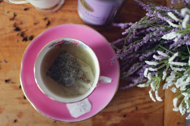 Tea áztatás csészében